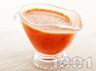 Пикантен сос от чушки, пресен кориандър, чесън, мед, кориандър и лимон